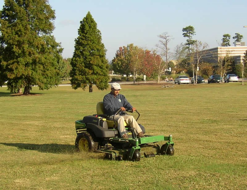 /Images/GOLANDSCAPESUNLIMITED/images/PhotoGallery/Maintenance/Mowing.jpg