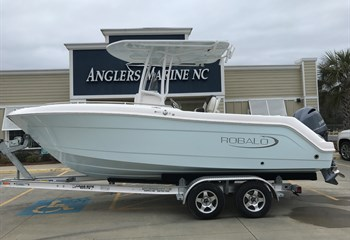 2021 Robalo R222 Explorer Ice Blue  Boat