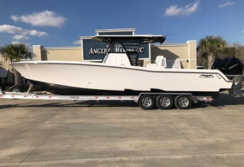 2020 Invincible 36 White/Black #955 Boat
