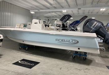 2021 Robalo 226 Cayman Ice Blue  Boat