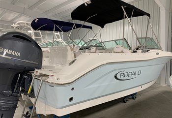2021 Robalo R207 Ice Blue/White  Boat