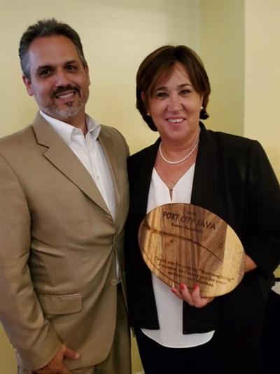 Port City Java CEO, Steven Schnitzler awards Susan Goodrich the Beanie Award